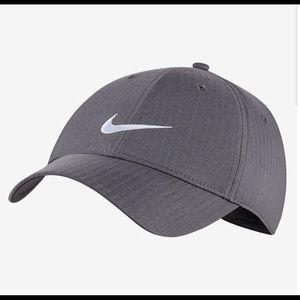 *2* Nike Hats